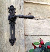 1 deur hardware, spec. 2 deurknoppen Kate met 2 x lange plaat engelen, antieke strijkijzers, voor binnendeuren