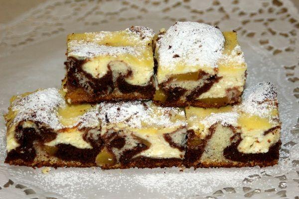 Strakatý tvarohový koláč s broskyňami - Zaujímavý, výborný a jednoduchý koláčik, vhodný na nedeľu ku kávičke.