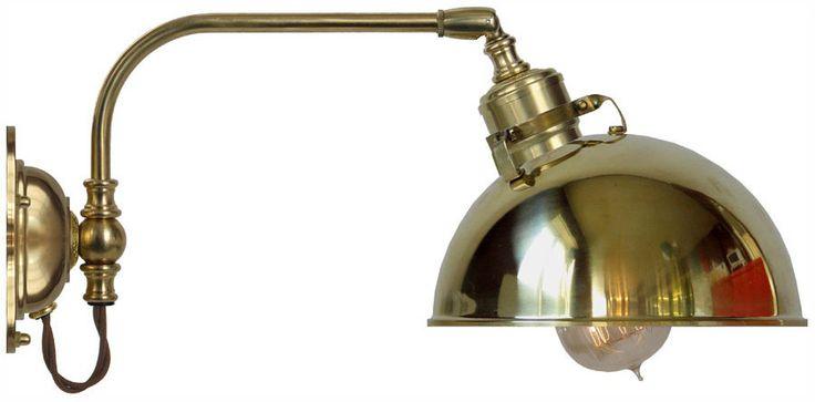 Vägglampa Gripenberg 60  i polerad mässing med mässingsskärm. Välkommen till Sekelskifte och våra klassiska lampor!