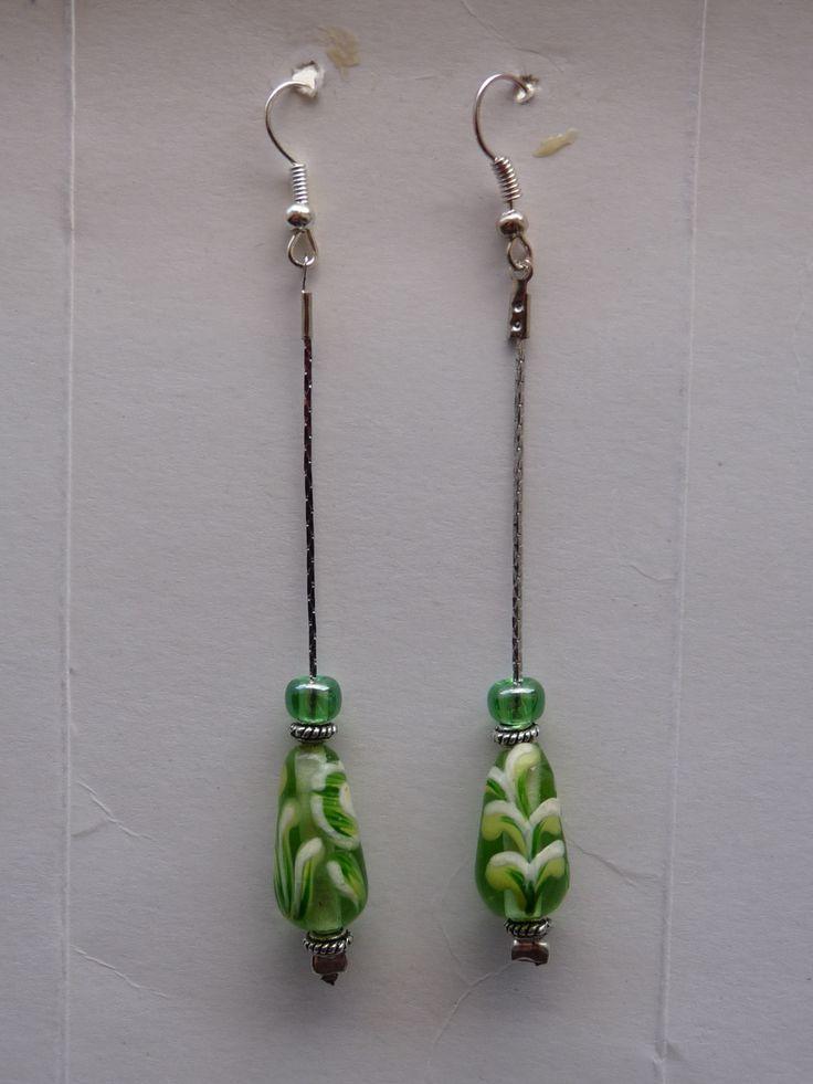 #Orecchini #pendenti con #perledivetro  a #goccia #verdi