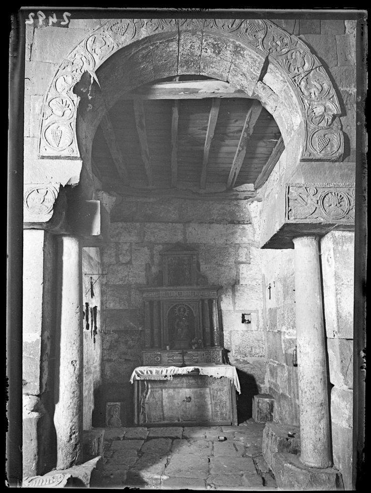 Fotografías Arte: Arco de la Iglesia de Santa María. Quintanilla de las Viñas (Burgos). Negativo de gelatino-bromuro sobre placa de vidrio, 9x12 cm. http://aleph.csic.es/F?func=find-c&ccl_term=SYS%3D000081007&local_base=ARCHIVOS