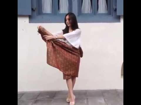 tutorial memakai kain batik/selendang,simple anggun dan cantik - YouTube