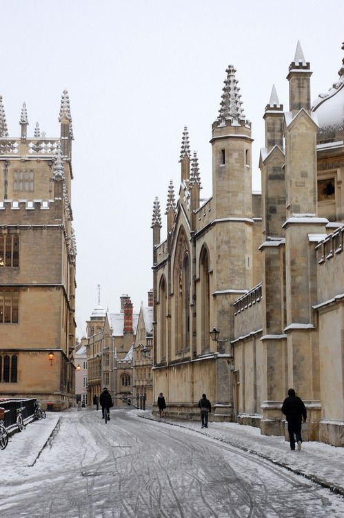 Snow,Oxford University,England