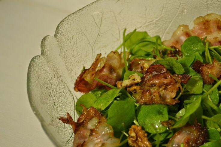Winter-Portulak-Salat mit geröstetem Speck und karamellisierten Walnüssen - Leberkassemmel und mehr