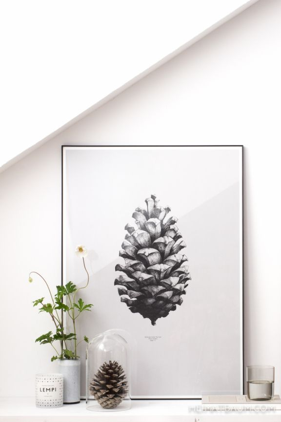 HEIMATBAUM - wild & schön Scandinavian, nordic Nightstand Styling with Pinecone Poster from Paper Collective. Wild Flowers, vintage ceramics and Navucko book.