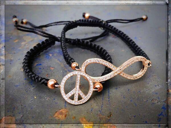 #peaceandlove #loveandpeace #peacebracelet #endlessbracelet #infinity #unendlich #finejewelry #luxuries #rosegold #armcandy #armparty #braceletstack #schmuckliebe ►►► #ONLINESHOP ≫≫≫ www.schmuck-reichenberger.de ►►► #schmuck #uhren #burghausen #altstadt