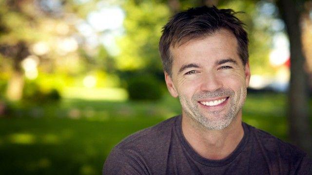 سعر الدعامة القابلة للنفخ Smiling Man Handsome Men Portrait