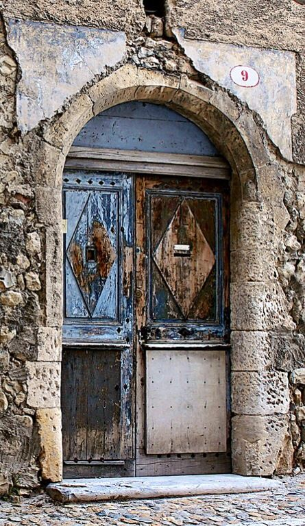Viviers, Ardèche, France, beautiful entrance, gate, door, curved, details, ornaments, decay, weathered, architechture, photo