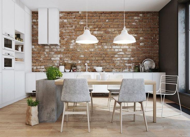 offene Küche aus Hochglanz und Backsteinwand