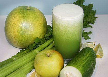 INGREDIENTS: 1/2 pomelo grapefruit 1/2 cucumber 1/2 apple 1 celery stalk 1 lime 1 handful of ice