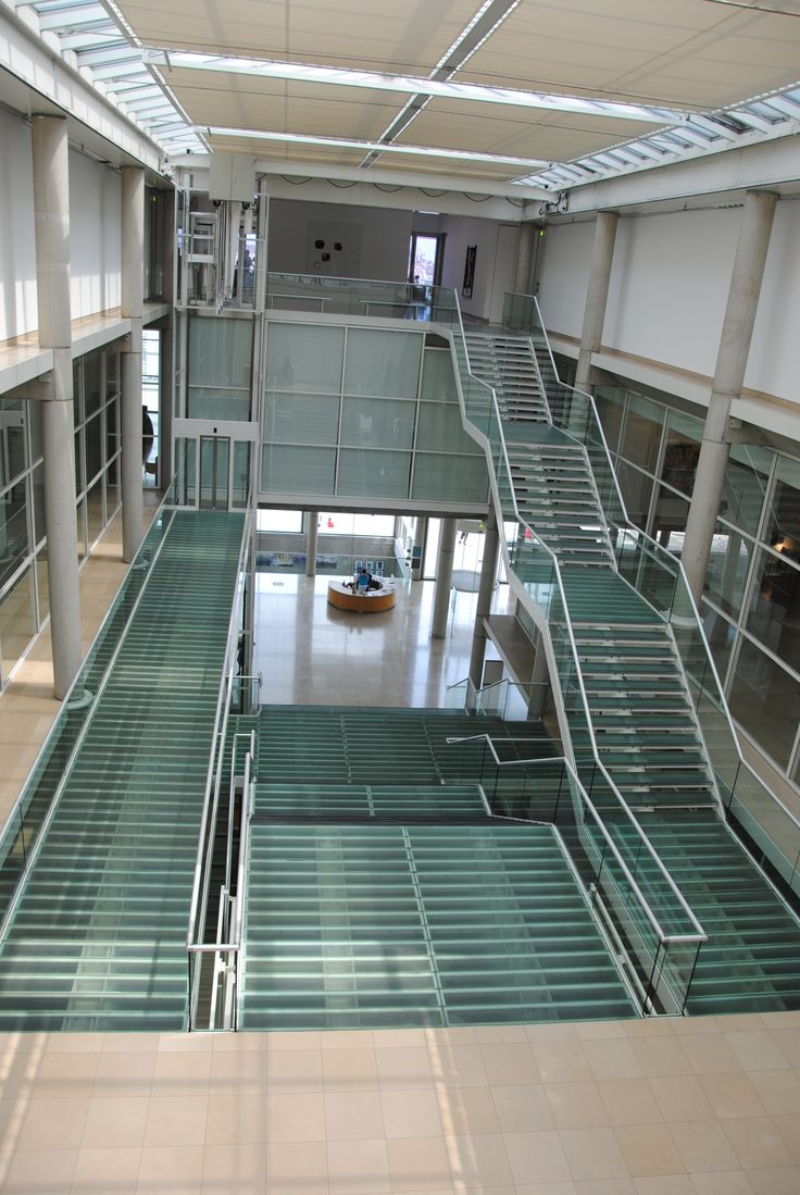Carré d'Art - Musée d'Art Contemporain de Norman Foster ...