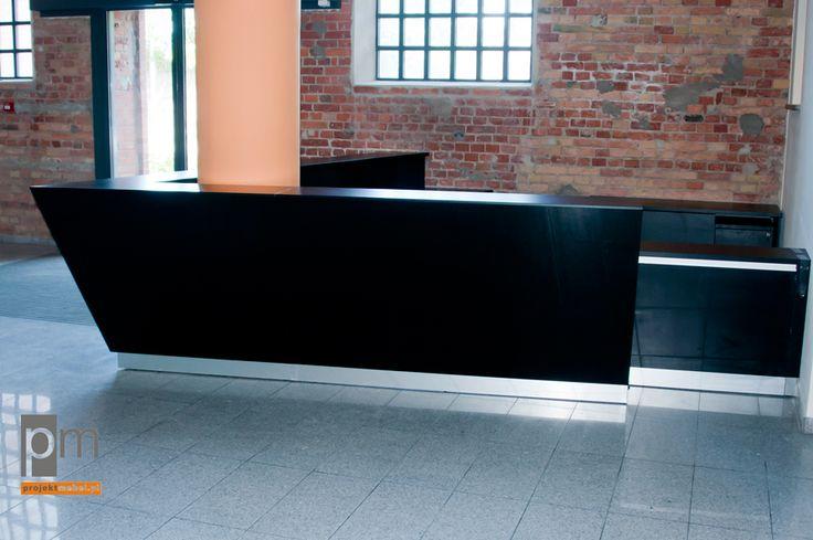 Lada kasy front z czarnego szkła  http://www.projektmebel.pl/realizacje/ec1