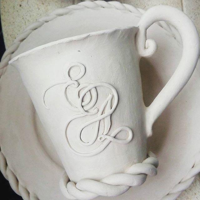 Рабочие моменты ❤ Будет набор с инициалами и хризантемками ❤ #soulfulceramics #process #work #workday #fragment #kievgram #kievday #instadetails #ceramika #pottery #ceramics #ceramicpottery #керамика #процесс #рабочиемоменты #фрагмент #авторскаякерамика #идеядляподарка