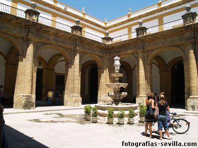 Patio principal de la Universidad de Sevilla.
