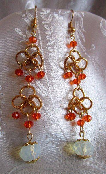 Orecchini in chainmail, cristalli, pietra di luna di Piccoli Capricci di Mara su DaWanda.com