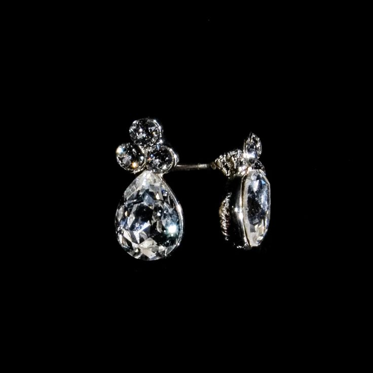 Classic design which emphasize the beauty. Swarovski zirconias plated with silver, available also in gold and ruthenium. A classy look that lasts forever.  http://danishaccessories.com/classic/61-e40028.html #aarhus #smykker #DanishGirl #Denmark