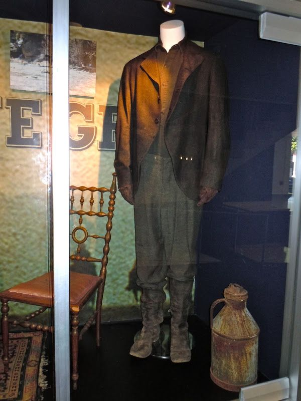 "Costume worn by Josh Brolin as Tom Chaney in the Western movie ""True Grit"" (2010)"