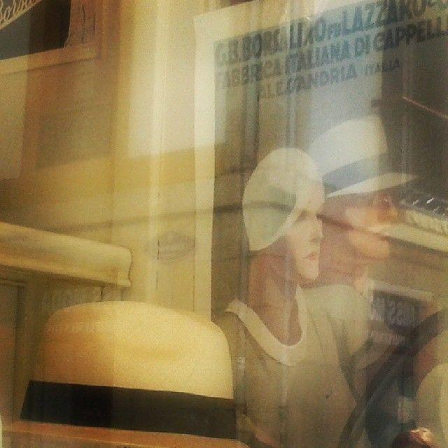 Comercios que enamoran...#casaponsol #1838 #antiguo #tienda #shop #sombrereria #partevieja #donostia #sansebastian #hats#hatshop