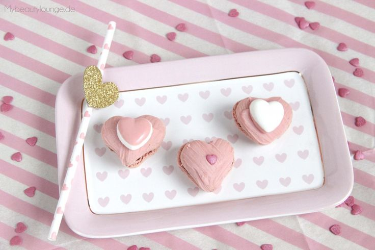 Himbeer Macarons Rezept für Valentinstag in Herzform | Raspberry macaroons recipe heart shaped for Valentine's Day | mybeautylounge.de