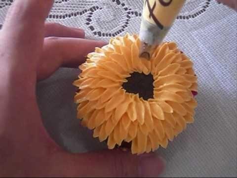 Crazy cool chrysanthemum cupcake.
