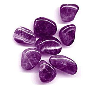 Ametista. Essa pedra aumenta a conexão com a espiritualidade e com o nosso poder transmutador. Além disso, diminui os efeitos do estresse e irradia calma, harmonia, paz e alegria. Tem o poder de fortalecer as verdadeiras amizades e acalmar o coração.