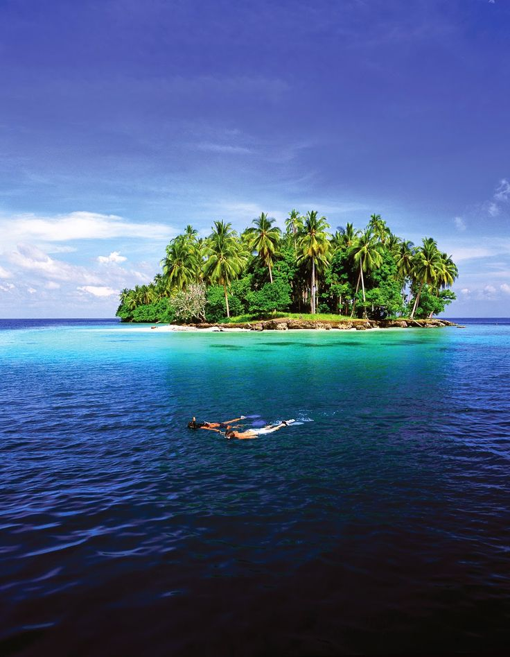 Snorkelling in picture-perfect Madang, Papua New Guinea | 13 Spectacular Pictures Of Papua New Guinea by Simon Heyes