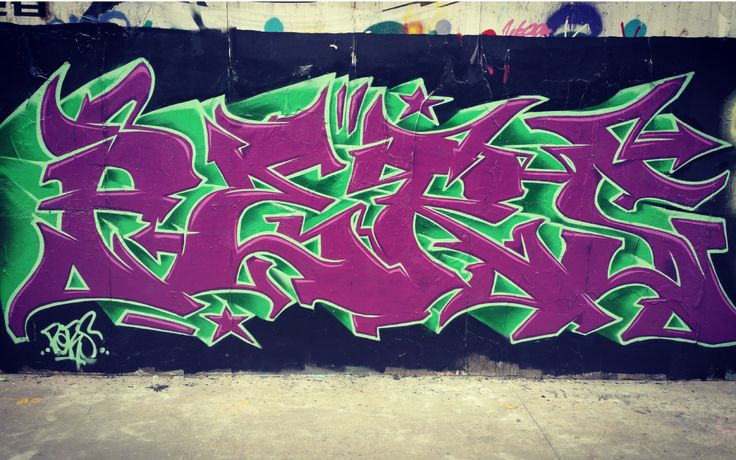 Quick graffiti piece on Moganshan Road with Squiz. Quite like the color combination on this one.