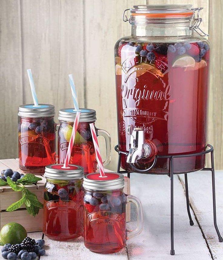 Nádherná dárková sada od Kilnera - 4 sklenice s víčky a brčky a dávkovač se stojánkem.  Beautiful set of Kilner drinkdispenser and mason jars.
