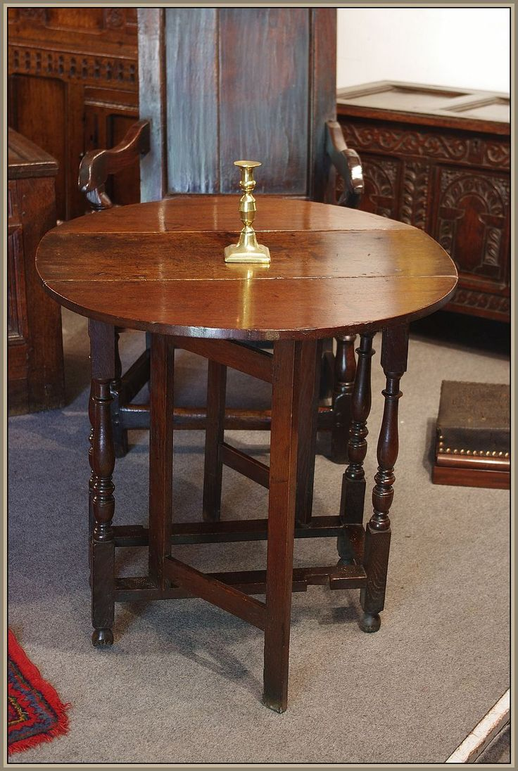 William & Mary oak occasional table of small proportions. Circa 1690.