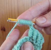 Ponto rococó em crochê, para fazer este ponto de forma mais fácil, basta utilizar um canudinho de refresco ou uma agulha de costura ...