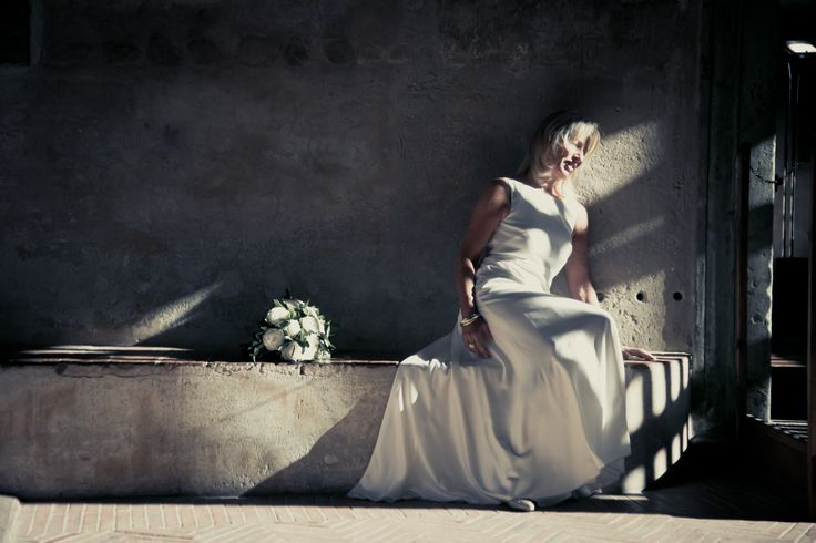 An amazing portrait of the bride with her bouquet.