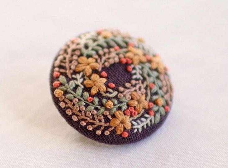* . Embroidery brooch . . #刺繍#手刺繍#ステッチ#手芸#embroidery#handembroidery#stitching#needlework#자수#broderie#bordado#вишивка#stickerei