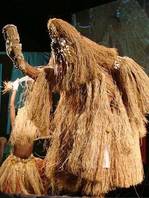 Obaluaiê - divindade de doenças e enfermidades, também orixá da cura e da terra.