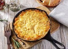 Kartoffelgratin ist ein Klassiker im Herbst, den man zu fast allen Gerichten als Beilage reichen kann. Probieren Sie dieses tolle Rezept aus!