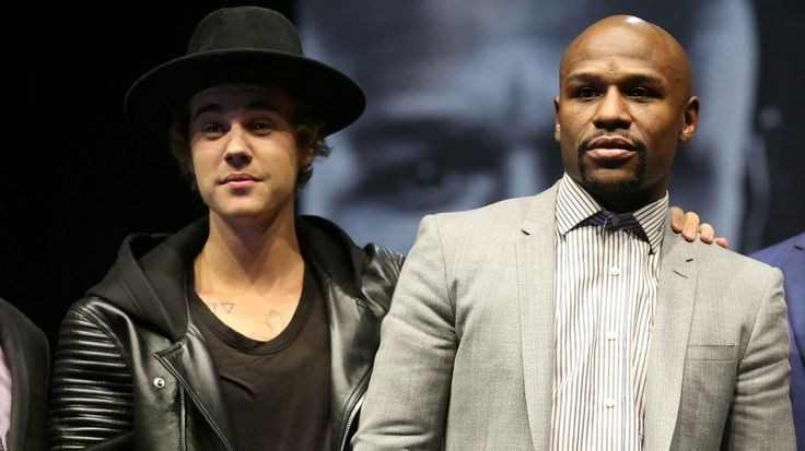 LOS ANGELES, CA - MARCH 11:  Justin Bieber appears on stage with Floyd Mayweather Jr.at the  Floyd Mayweather v Manny Pacquiao  Press Conference on March 11, 2015 in Los Angeles, California.  (Photo by Stephen Dunn/Getty Images)