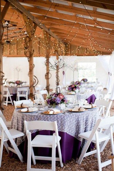 Purple Rustic Chic Wedding nape violette av naperon par dessus