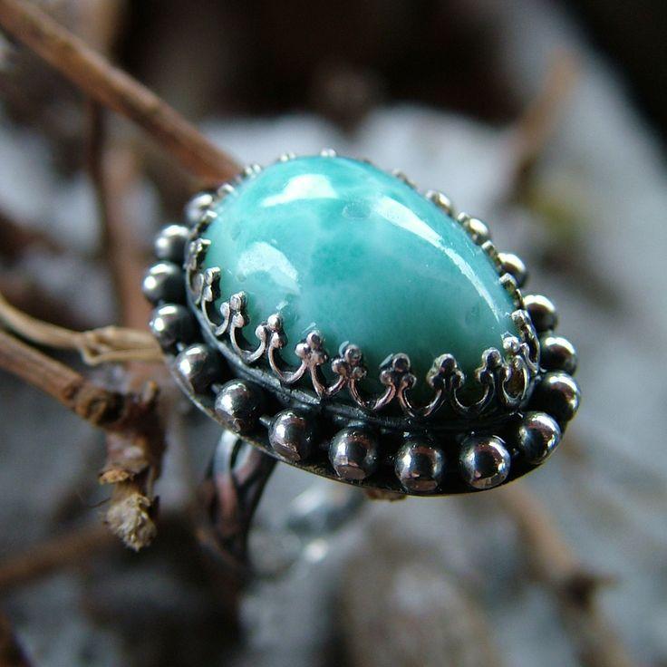 Touha+po+létě++Prsten+ze+stříbra+(Ag+925/1000)+a+larimaru++Larimar+má+velikost+17x10mm++Velikost+prstene+55++Populární,+přírodní,+modroučký+kamínek+z+Dominikánské+republiky,+kresbou+připomínající+mořskou+pěnu.+Kabošon,+broušeno+u+Saffron.+Více+o+larimaru+v+tomto+blogu.+Larimar+je+něžný+andělský+kámen.+Je+vhodný+zejména+pro+ženy,+kterým+pomáhá+spojit+...