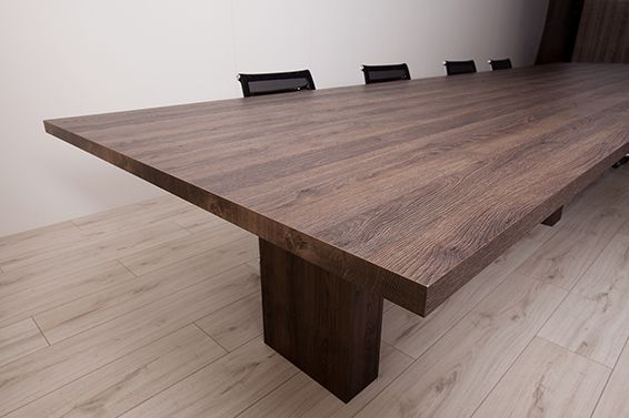 Nikpol Egger Feelwood Tobacco Gladstone Oak H3325 ST28 with Q-cut Edging Office Table Photography: Ria Ganis Photography