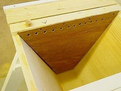 top bar hive feeder - need to get or make one of these ...