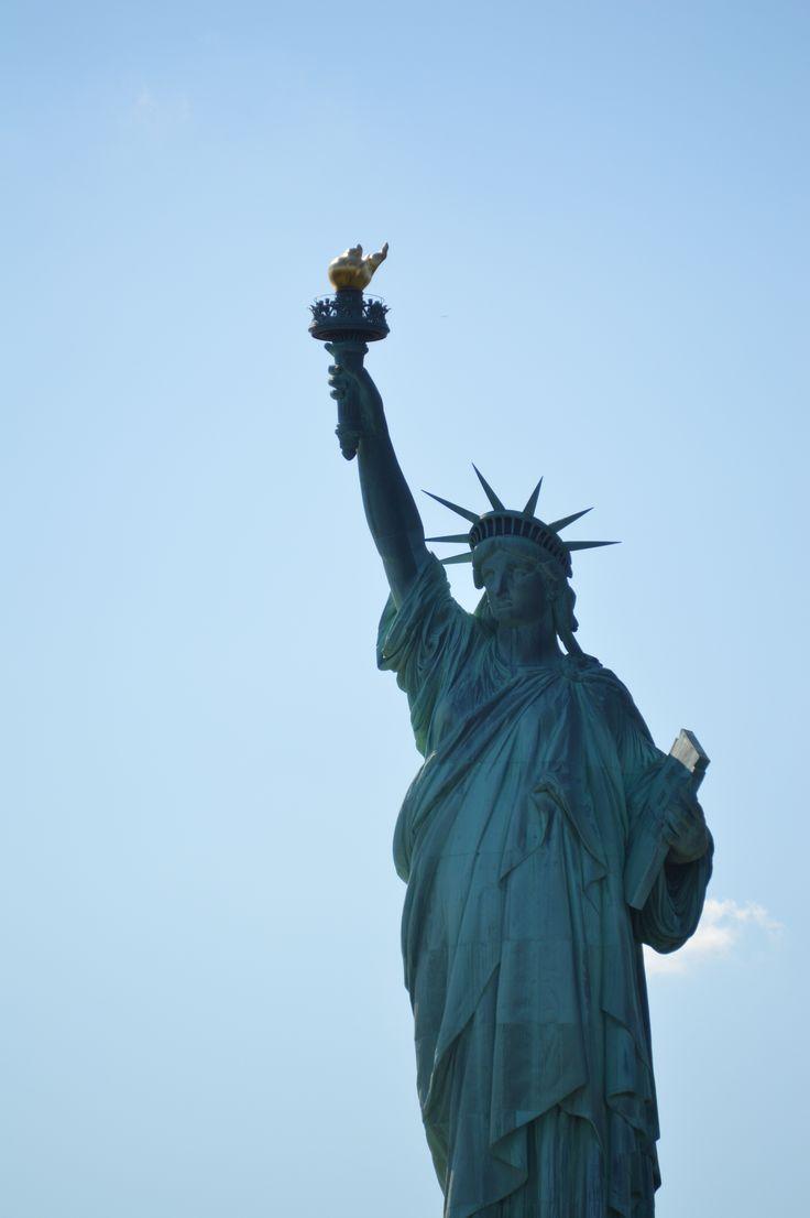 Estatua de la Libertad en un cielo despejado. #Liberty #statue #Manhattan #NY