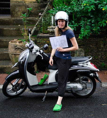 Because nobody wanted to hire me, I decided to employ myself. Finally, why not benefit from my Cambodia´s and Bali´s training – 500km on moped only last month?