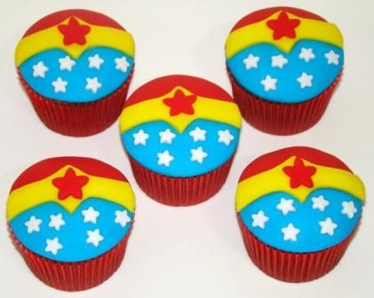 """""""Wonder Woman Cupcakes"""" by Place of Cakes"""