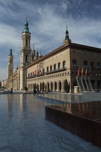 Plaza del Pilar, Zaragoza, Spain.  http://www.costatropicalevents.com  De las cosas más bellas, mi Pilarica
