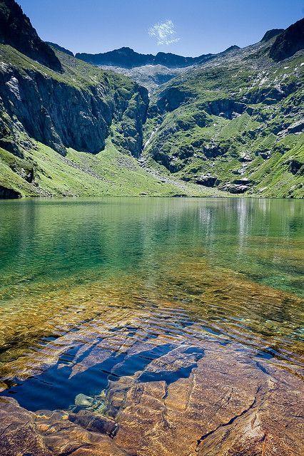 Étang du Garbet, Midi Pyrénées. Partenaire Naturabox à proximité : http://www.naturabox.com/partenaire-hebergement-s%C3%A9jours-plein-sud-ari%C3%A8ge-azimuth-262.html