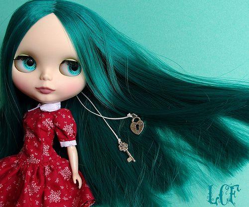 adoro le Blythe, mi piacerebbe averne una coi capelli lunghi neri e lisci...