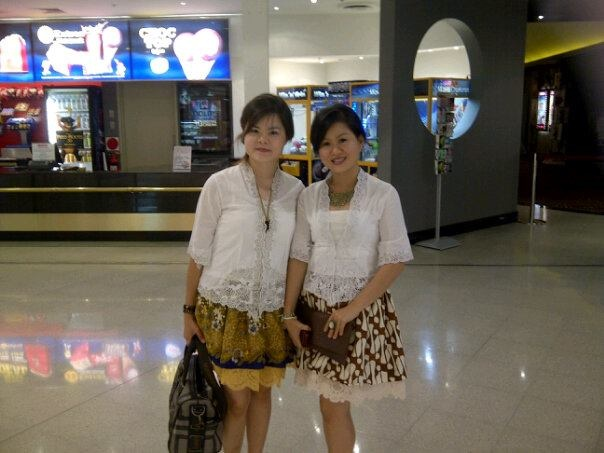 Agustina Cia `n Tia Basuki : Stunning look in Kebaya Encim and Batik Tutu skirt