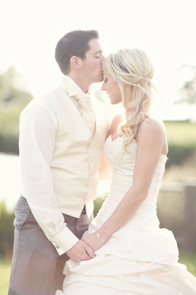 beautiful photography, bride, groom, forehead kiss