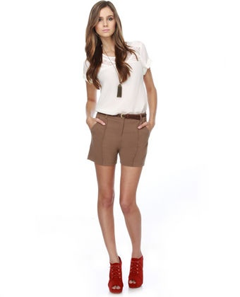 Country Club brown shorts, plain white t-shirt, thin brown belt and red shoes (I would take the closed shoes though) and lariat accessory. Perfect.