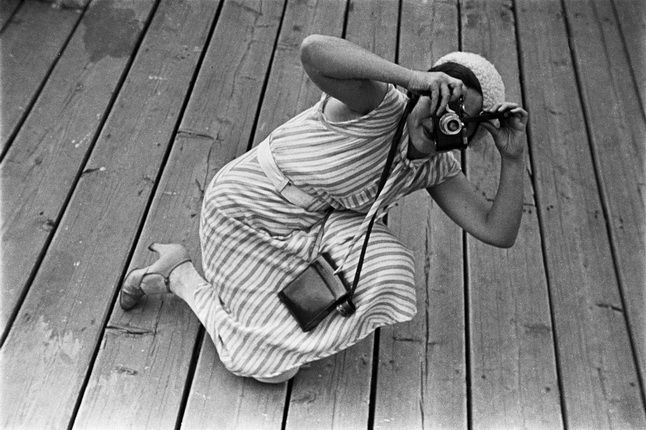 Alexander Rodchenko. Photographer Evgeniya Lemberg on the shooting at the water stadium 'Dinamo'. Moscow, 1932.