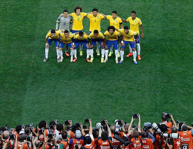 Here are the Seleção – the chosen 11. They are (not in order): Julio Cesar, Dani Alves, Thiago Silva, David Luiz, Marcelo, Luiz Gustavo, Paulinho, Oscar, Neymar, Hulk, Fred.